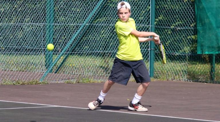 bTennis-Stage-Tennis-multi-activites-2016_Page_1_Image_0001-768x427-1